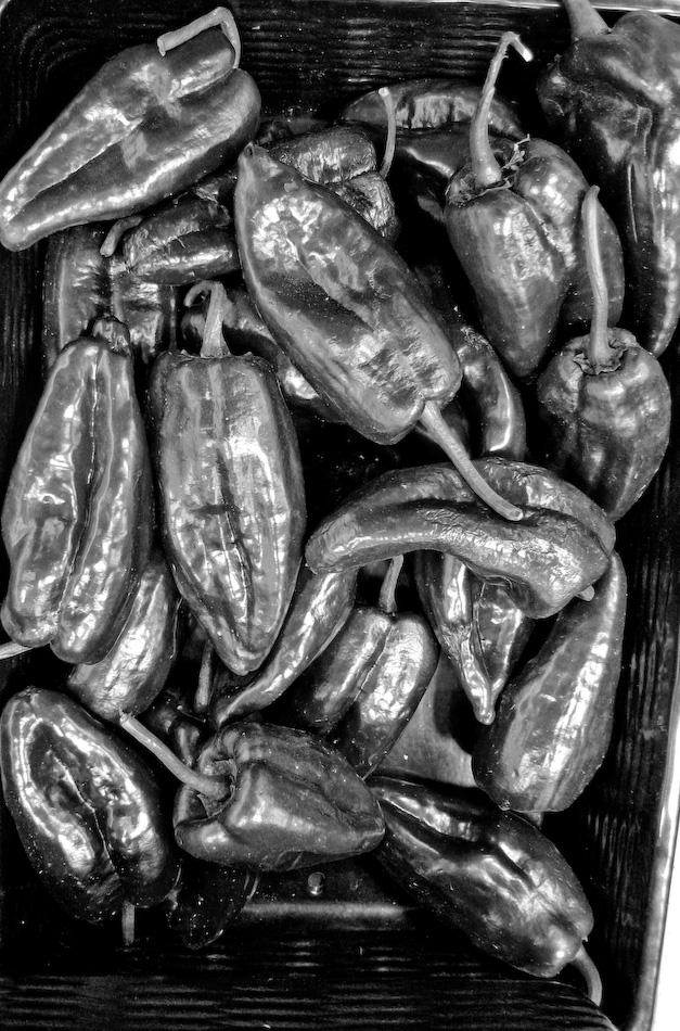 chili peppers b-w...-120080703.jpg