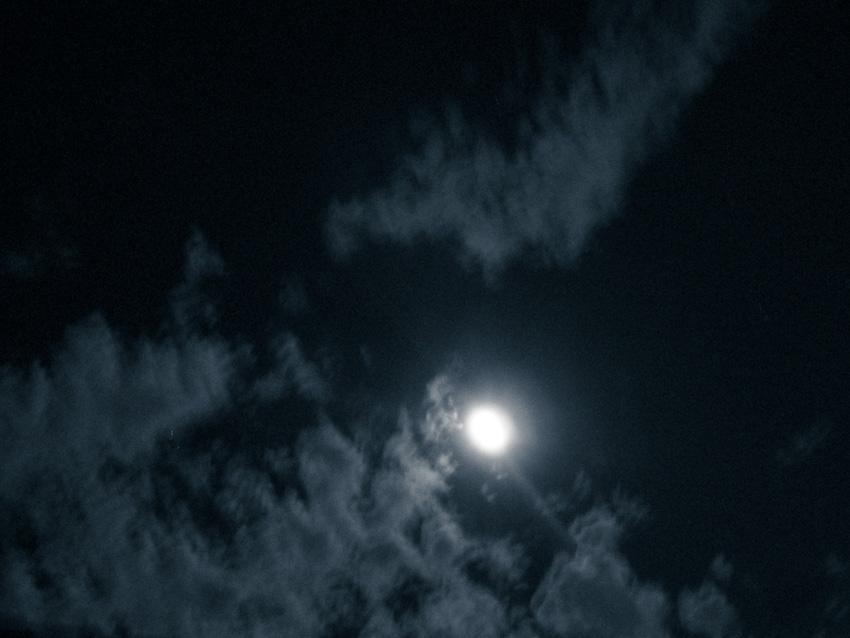moon-120081212.jpg